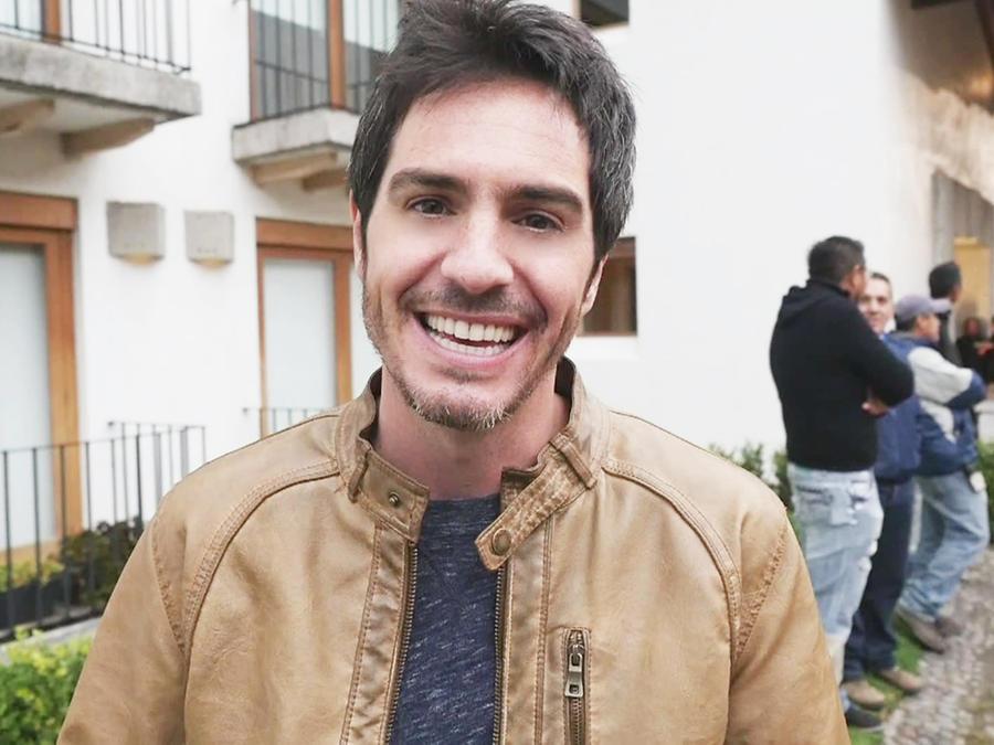 Mauricio Ochmann, Chema Venegas, sonriente El Señor de los Cielos 3