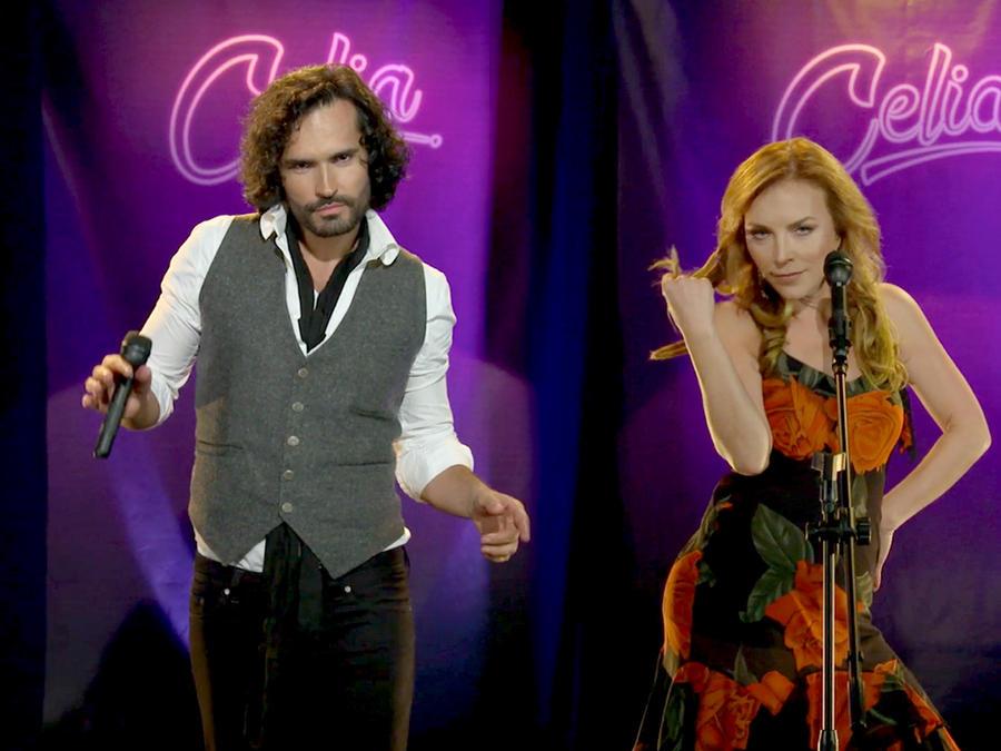Fabián Ríos y Laura Flores bailando canciones de Celia Cruz