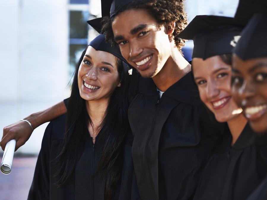 Estudiantes graduados.