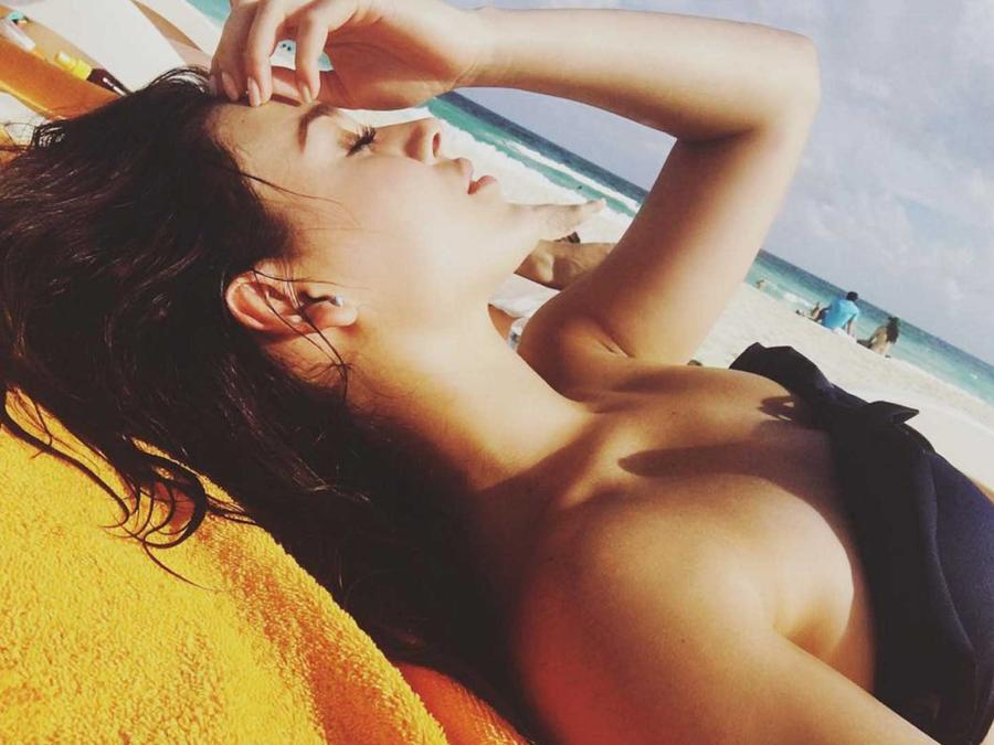 danna paola aprovecha el calor de miami para ir a la playa