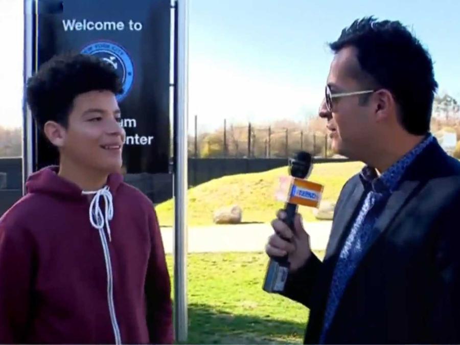un joven de 15 anos suena en convertirse en jugador de futbol. parte 2