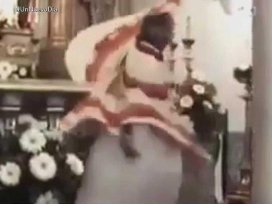 un sacerdote bailarin gana popularidad en las redes sociales