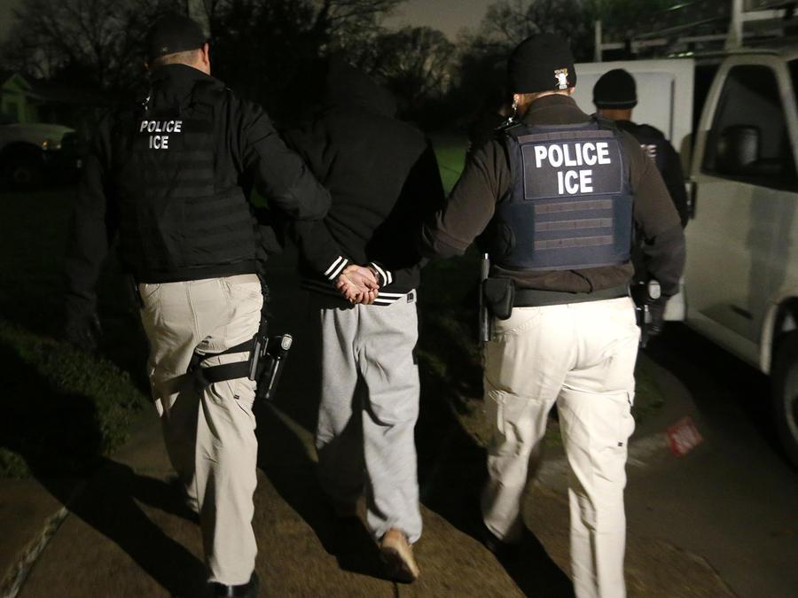 Inmigrante indocumentado arrestado por agentes de ICE
