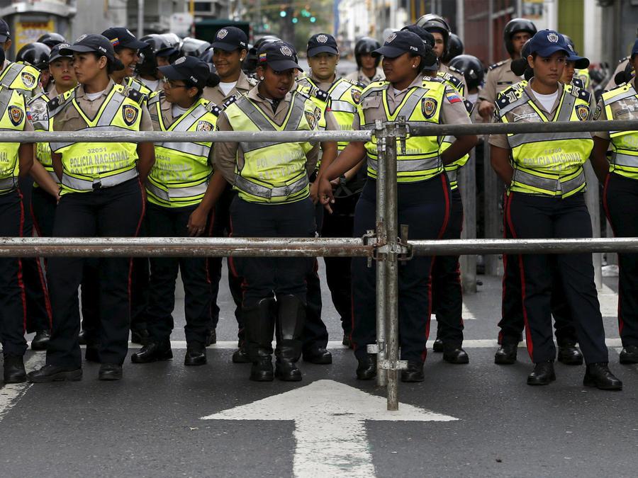policia resguarda asamblea nacional venezolana