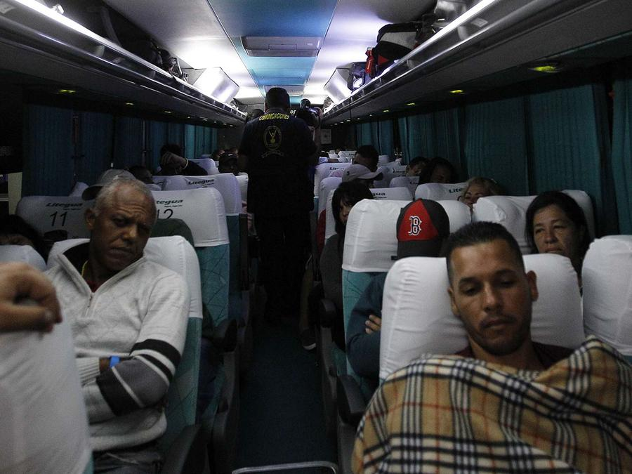 cubanos vuelan a costa rica