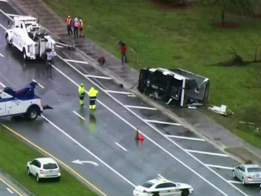 tornado causa caos autopista
