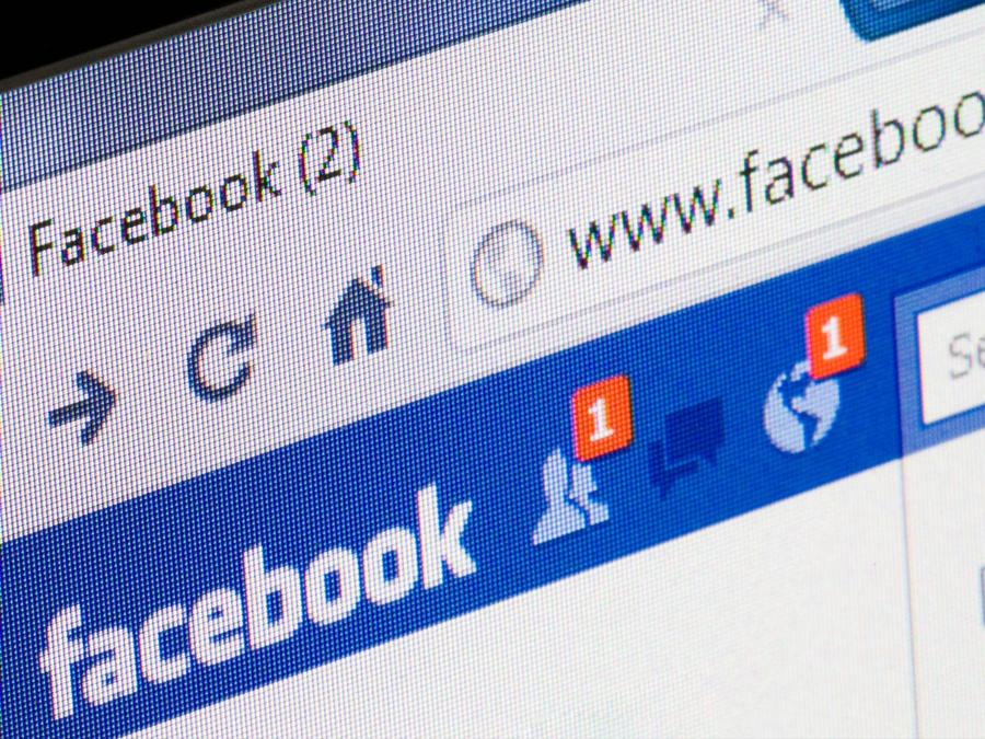 facebook en pantalla