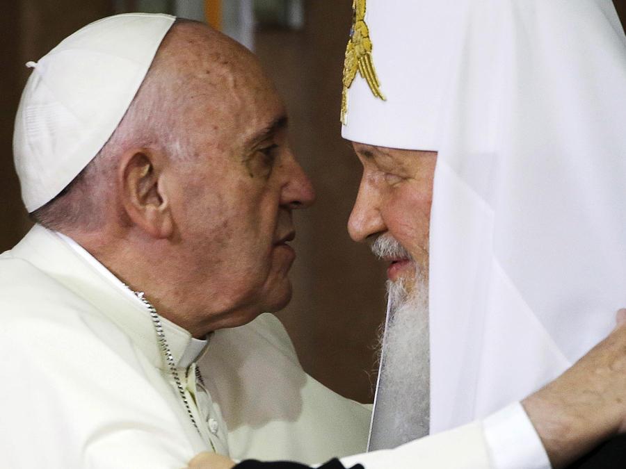 Papa hace historia en Cuba