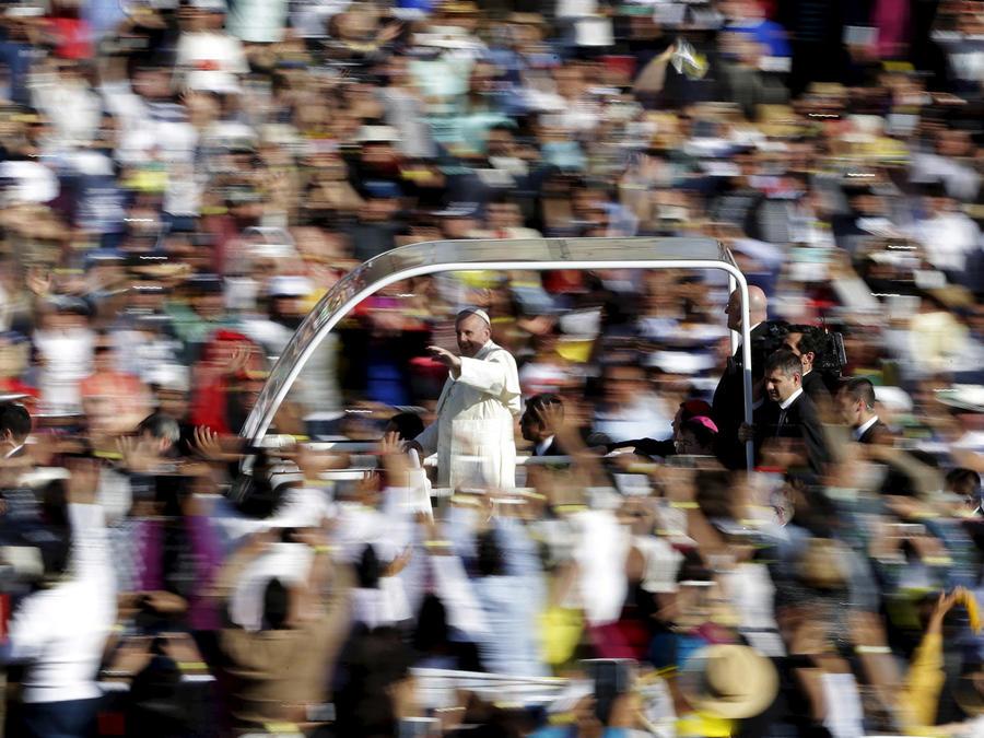 feligreses papa basilica