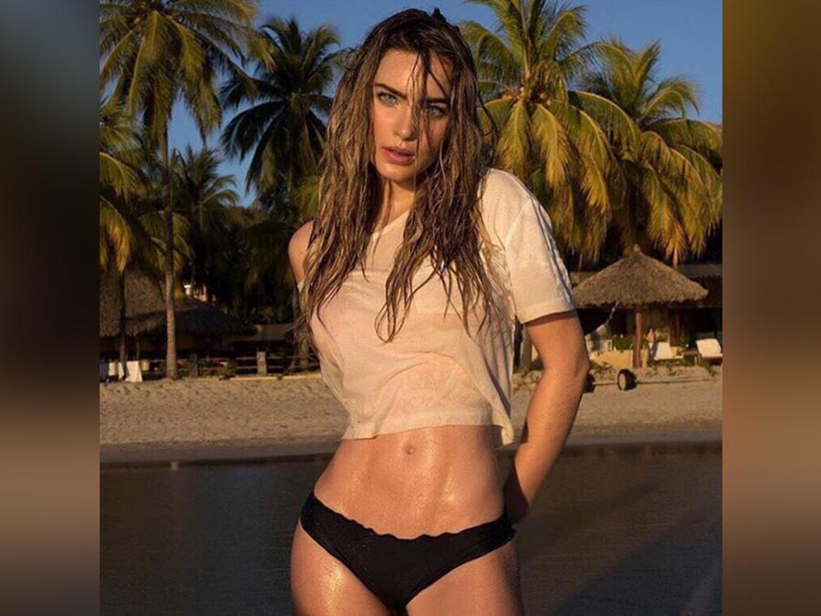 belinda en bikini