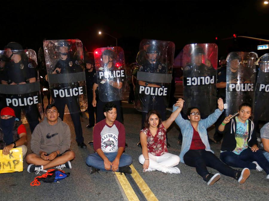 Disturbios y detenidos en una protesta Anti-Trump