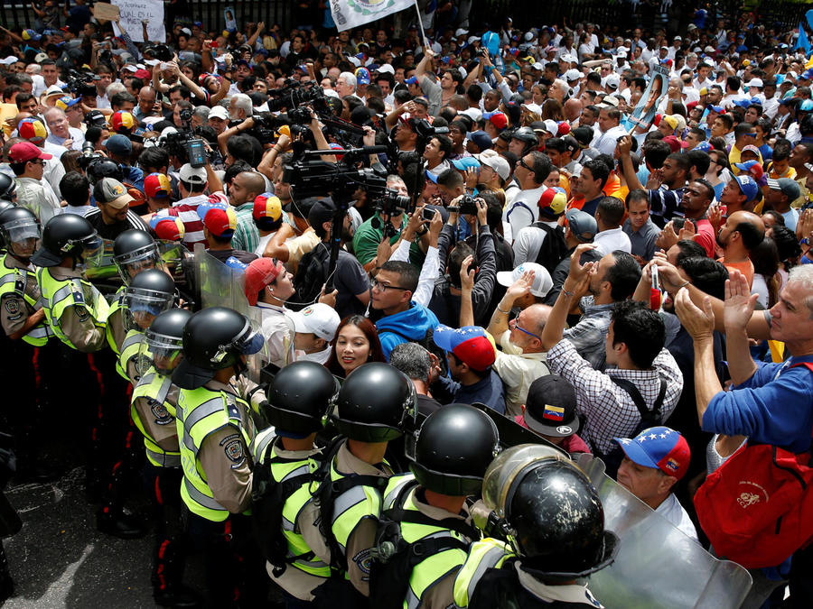 se enfrentan en venezuela