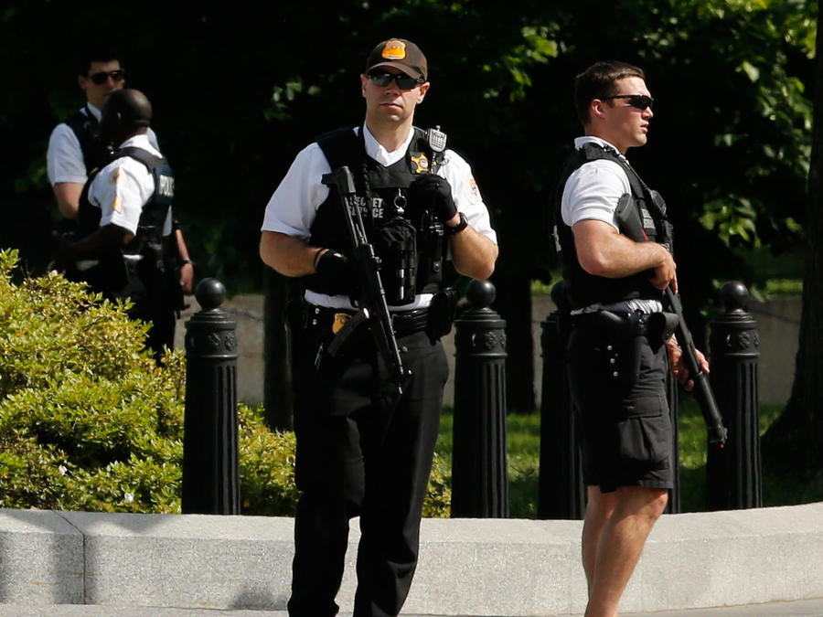 alerta en casa blanca por tiroteo