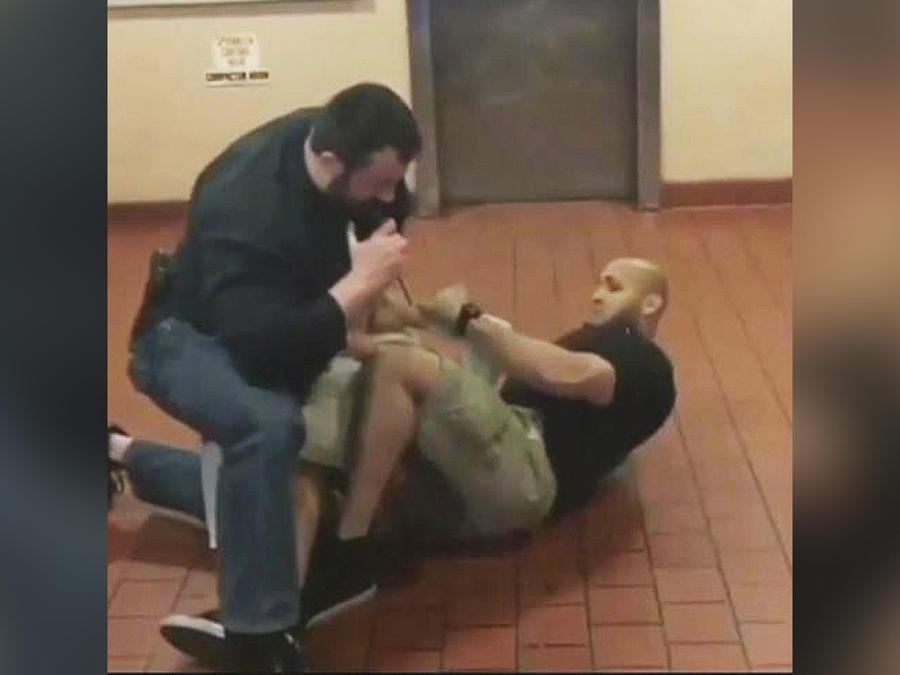 policia incidente con jovenes