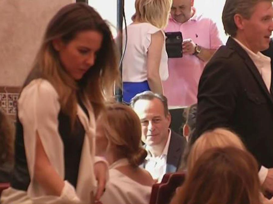 Aparece Kate del Castillo en la fiesta de Angélica María