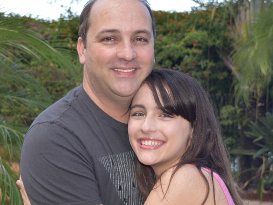 Nicole Apollonio abraza a su padre en su día