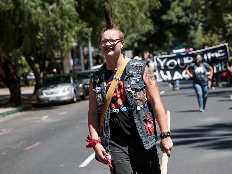 marcha neonazi en california