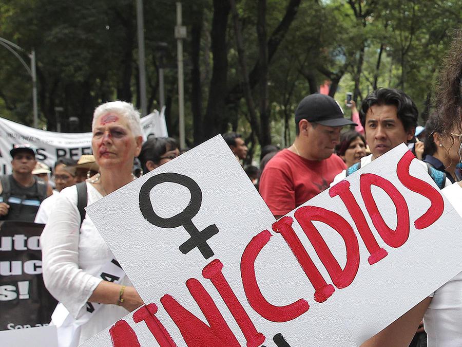 marchan mujeres en mexico