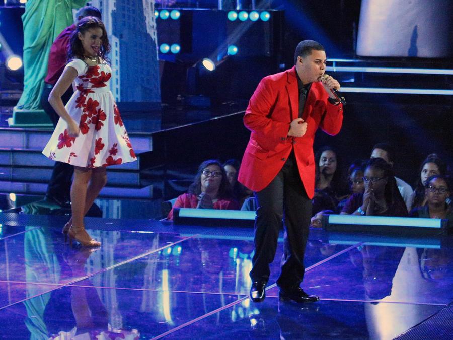 Axel cantando en la semifinal de La Voz Kids