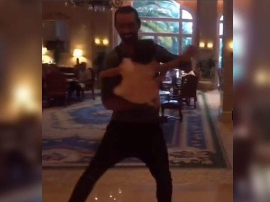 ¡Alaia ya está practicando para su baile de 15 años!