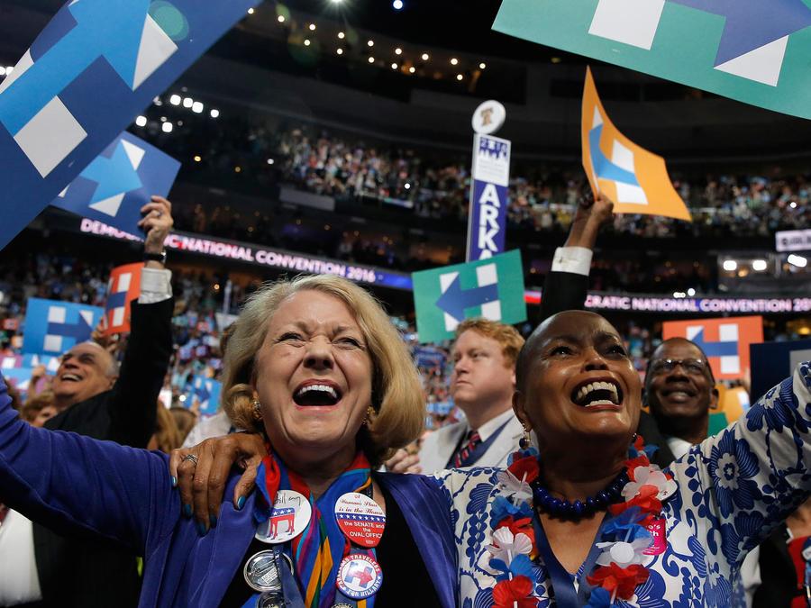 delegados festejando
