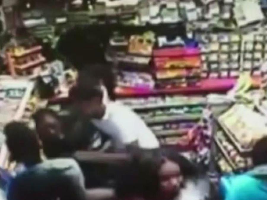 Grupo de adolescentes roba una tienda en Massachusetts