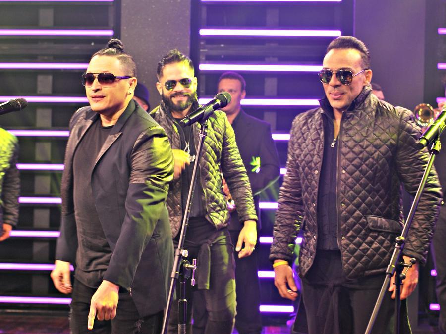 """Elvis Crespo y Grupo Manía cantan su éxito """"Escápate"""" en """"¡Qué Noche!"""""""