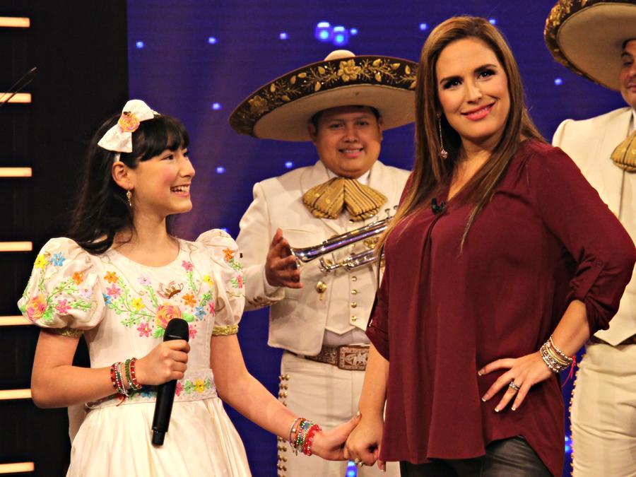 """Angélica Vargas habla de su famosa familia de Mariachis en """"¡Qué Noche!"""""""