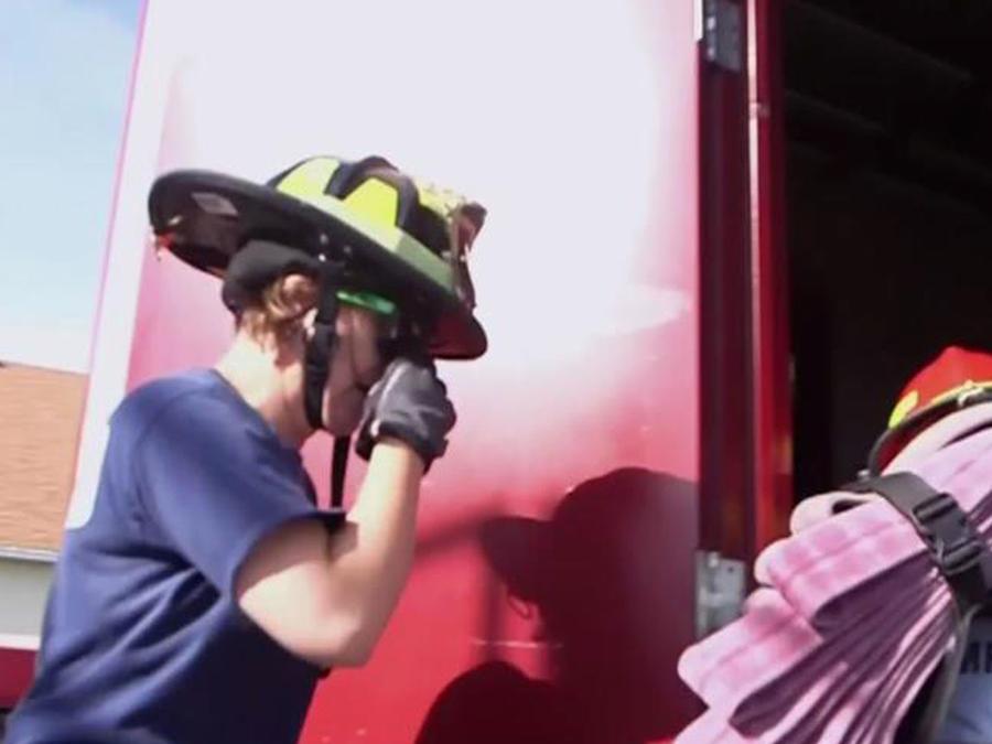 Te mostramos el exclusivo campamento de bomberas