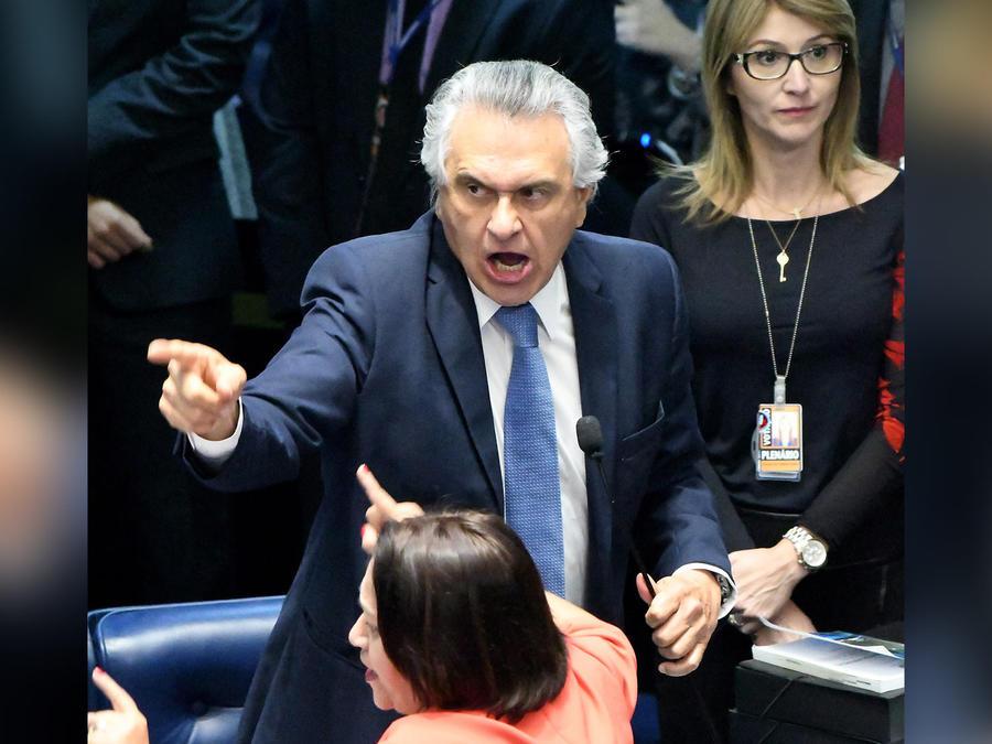 disputa en senado de brasil