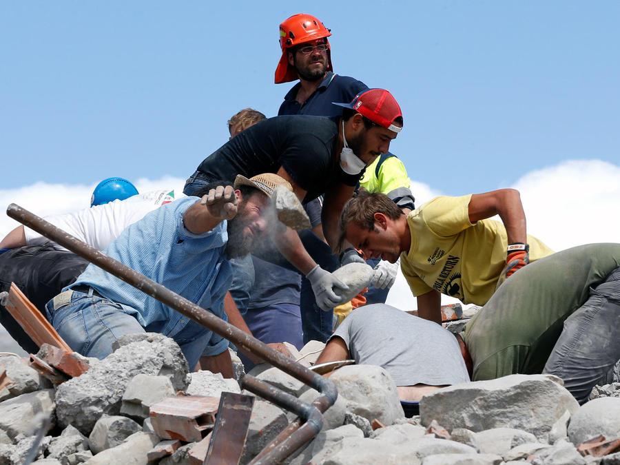 Continúa-la-búsqueda-desesperada-tras-terremoto-de-Italia
