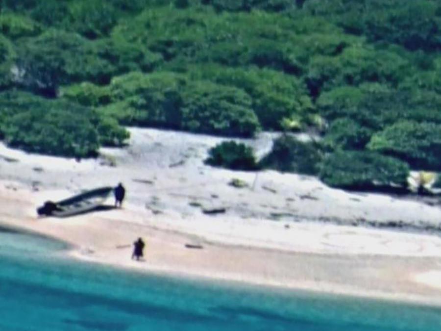 Náufragos son rescatados gracias a marca en arena