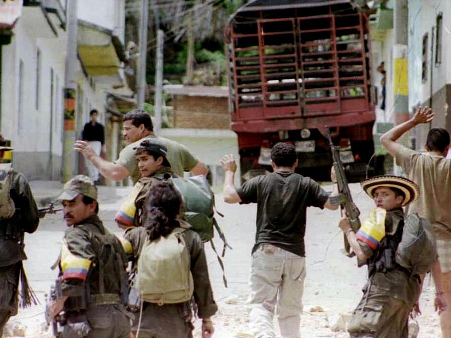 Campesinos colombianos opinan sobre proceso de paz