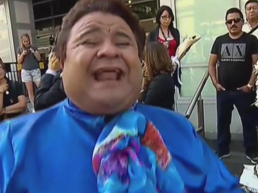 Con música despide su público a Juan Gabriel