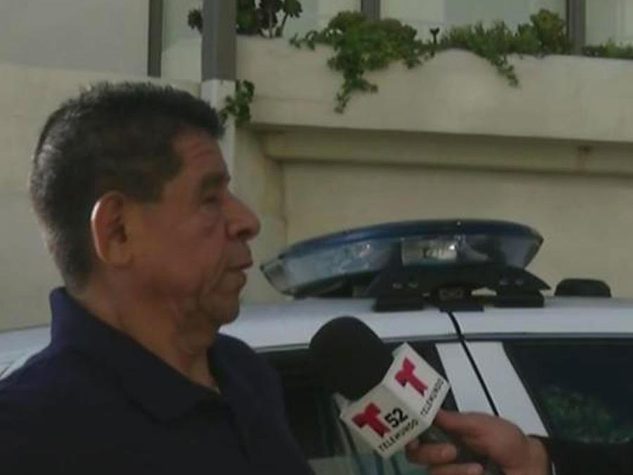 Fans se concentran en Santa Mónica donde falleció Juan Gabriel