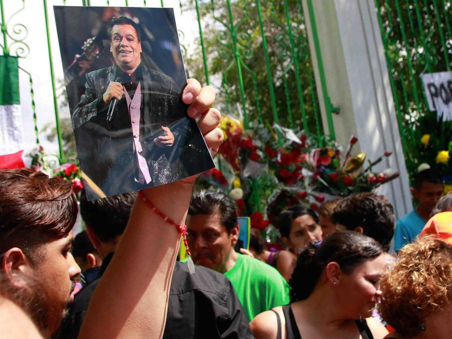 Ciudad Juárez reclama el adiós a Juan Gabriel