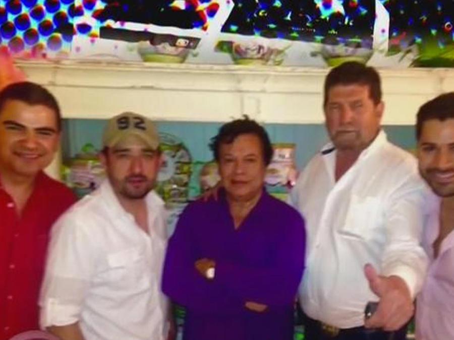 El grupo La Leyenda homenajea a Juan Gabriel
