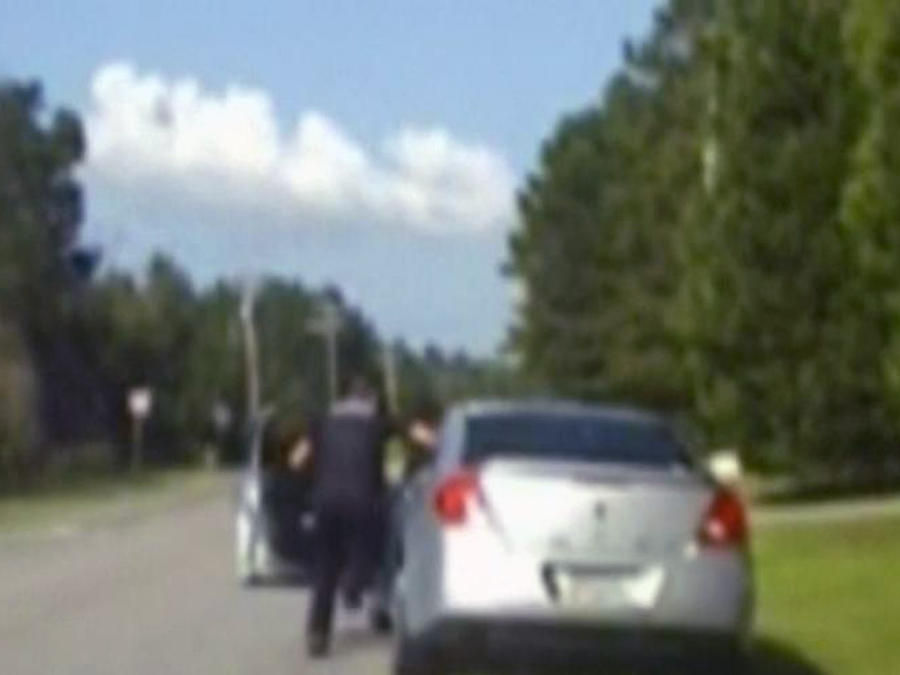 Mujer atropella a policía en Georgia al intentar fugarse