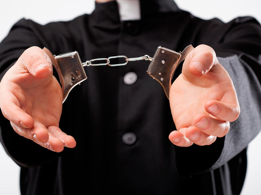 Arrestan a cura acusado de pederastia en México
