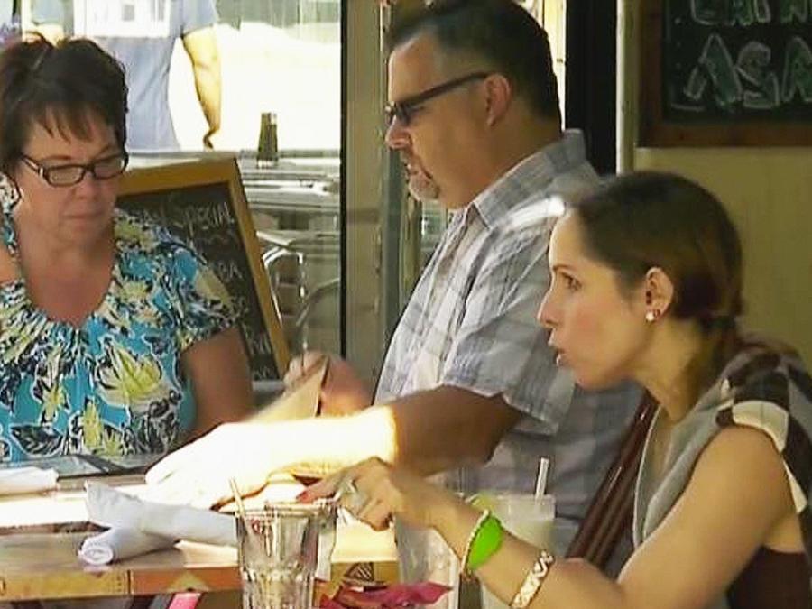 hispanos ganan a cadena de restaurante