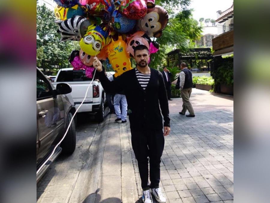 juanes con globos