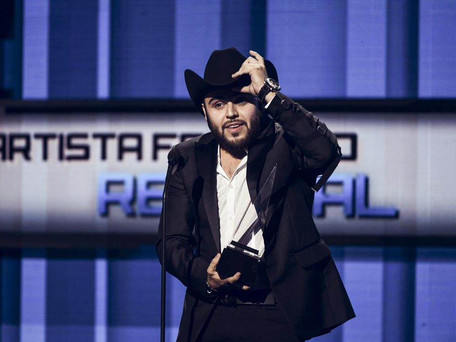 Gerardo Ortiz en Latin AMAs 2016