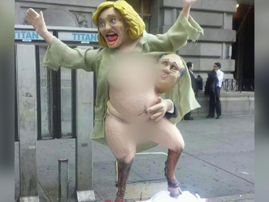 escultura grotesca de clinton