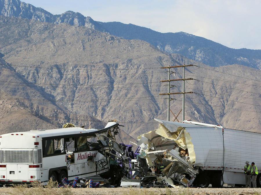 Accidente entre bus y camión