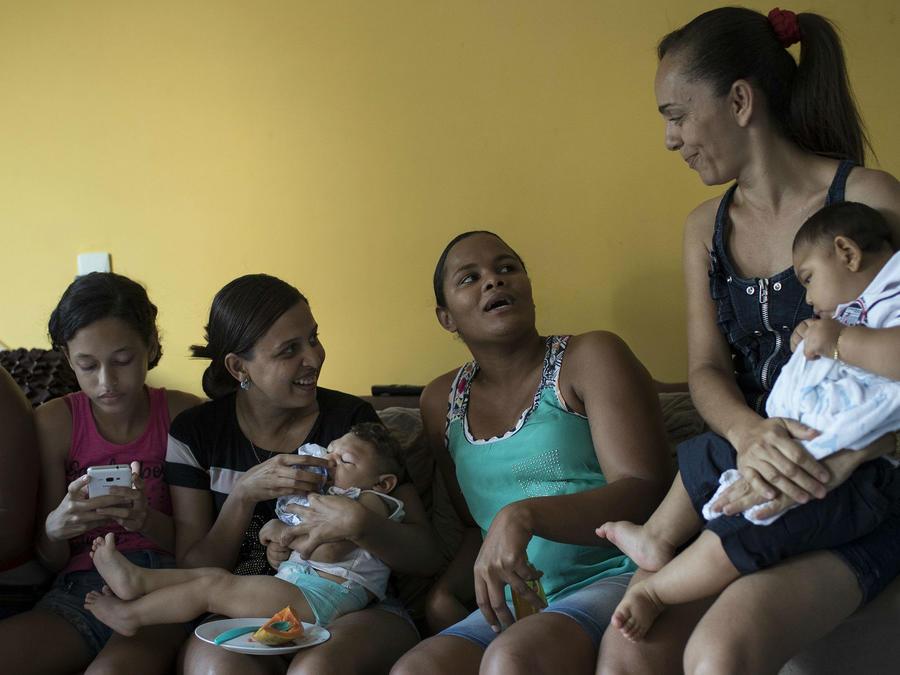 Madres se quejan por atención del Zika en Brasil