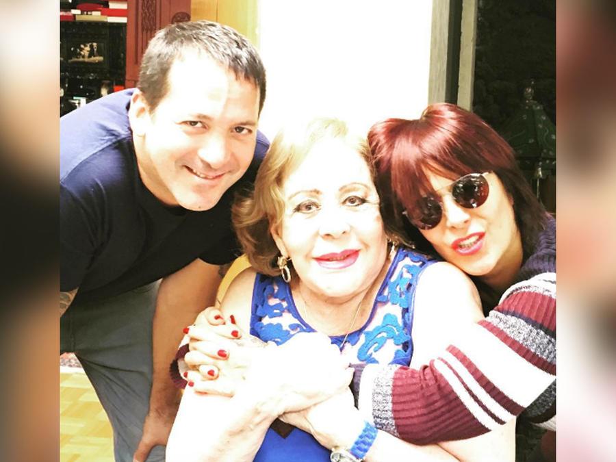 alejandra guzman con su familia
