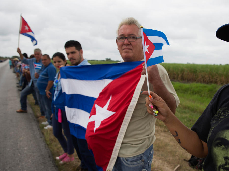 cubanos despiden a fidel castro