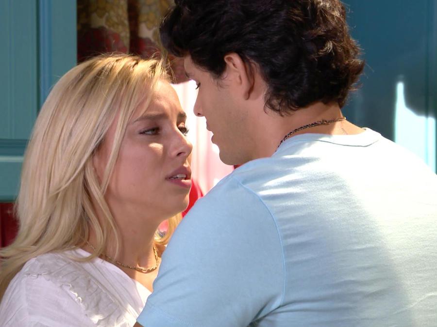 Marcela Guirado y Alberto Escobar en Silvana Sin Lana