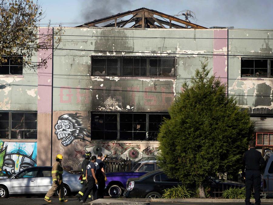Investigan incendio en California