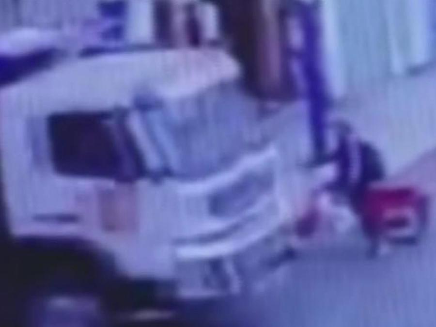 camion embiste motociclista
